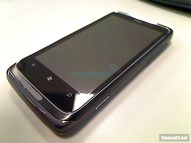 Телефон на Windows Phone 7 от HTC