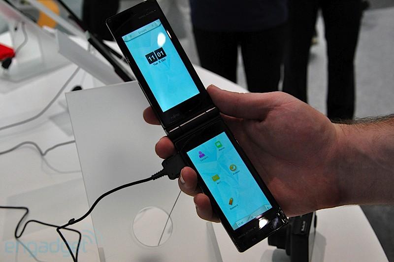 Двухдисплейный телефон от Fujitsu