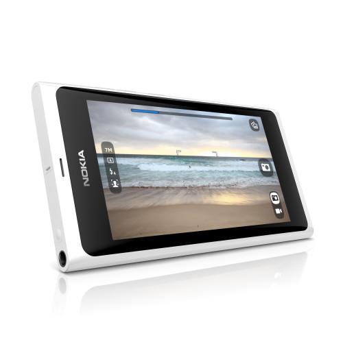 Nokia N9 в белом корпусе поступил в продажу