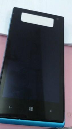 Первые фото и характеристики Huawei Ascend W1