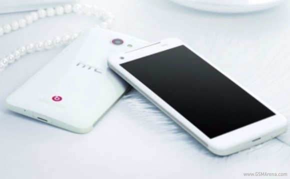 HTC Deluxe DLX на официальных фотографиях