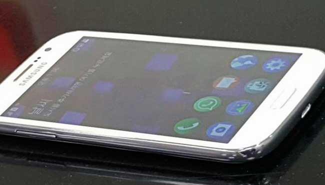 Фото смартфона Samsung Z2 под управлением Tizen