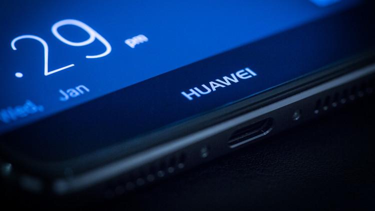 Huawei Mate 20 получит встроенный в дисплей сканер отпечатков