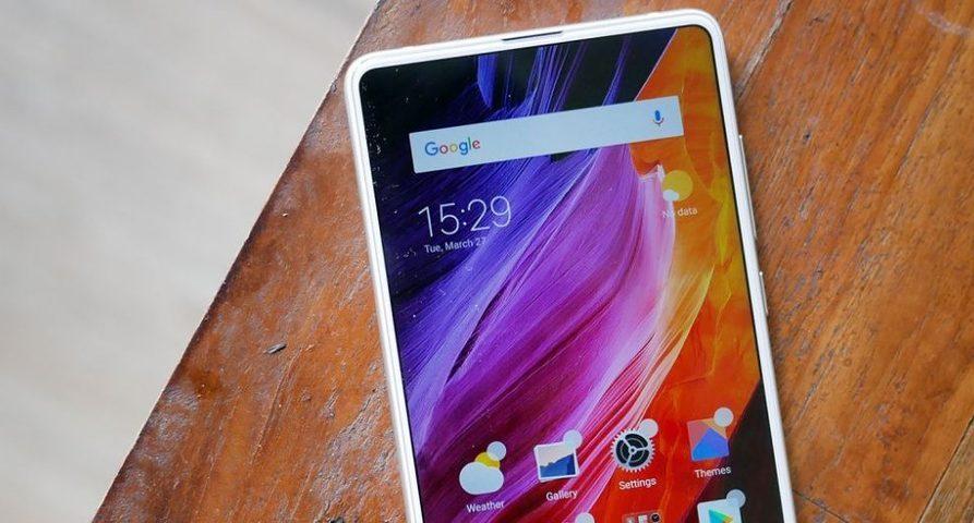 В сети появилось фото белого Xiaomi MiMix 3 и еговероятная цена