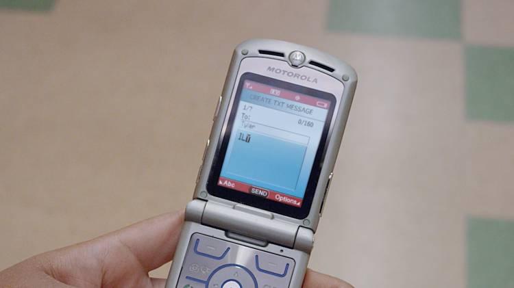 Motorola разрабатывает смартфон RAZR с гибким экраном
