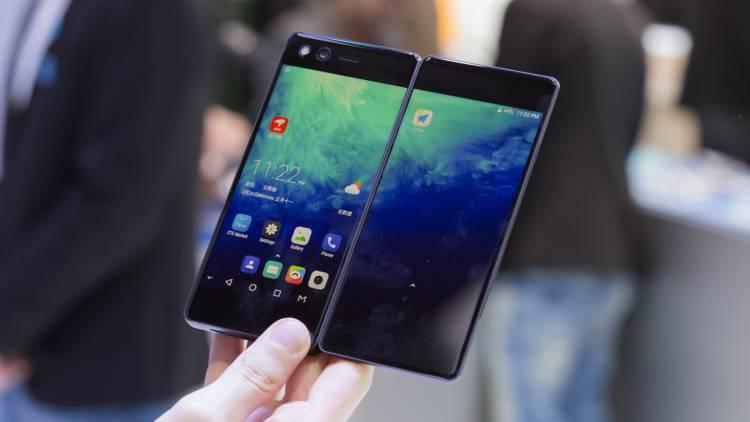 Гендиректор Samsung Mobile рассказал об анонсе складного Galaxy X