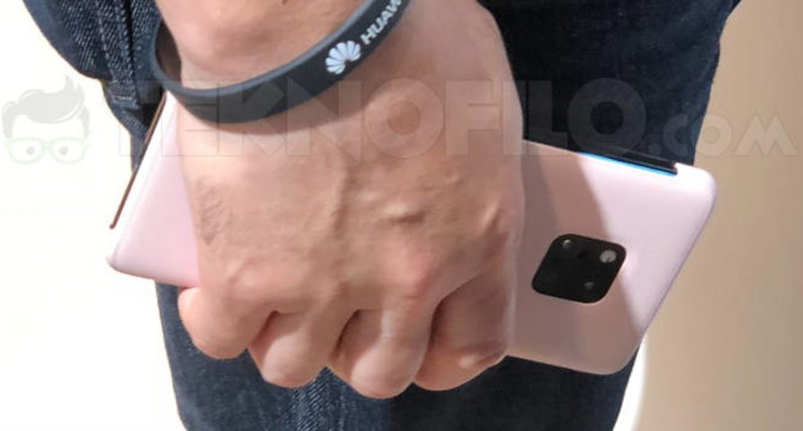 Смартфон Huawei Mate 20 Pro засветился наснимках IFA 2018