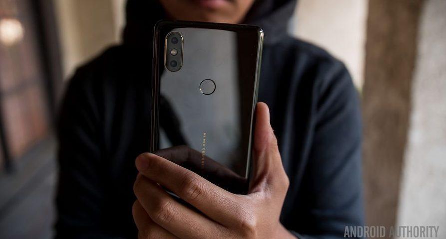 Xiaomi выпускает обновление с поддержкой eSIM для смартфонов