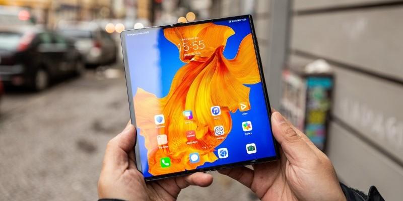 Сгибаемый смартфон Huawei Mate Xs выходит в России
